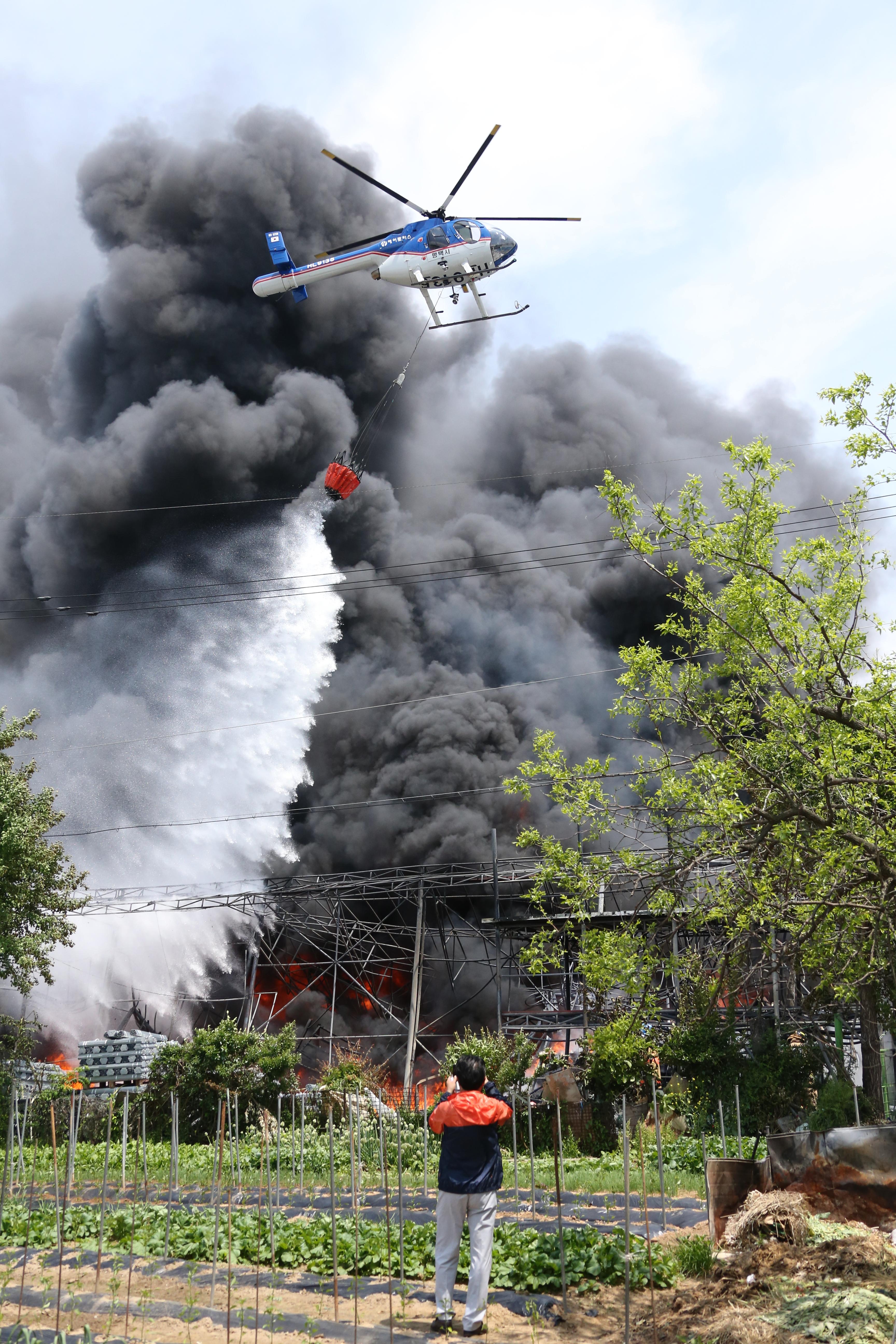 평택시 팽성읍 신궁리 144-28번지 공장 화재 진압 (81).JPG
